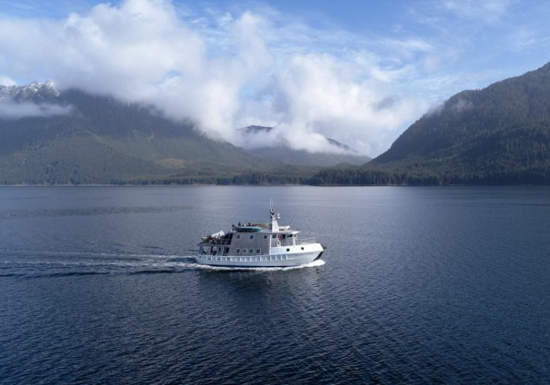 Alaska Luxury Boat Hunt